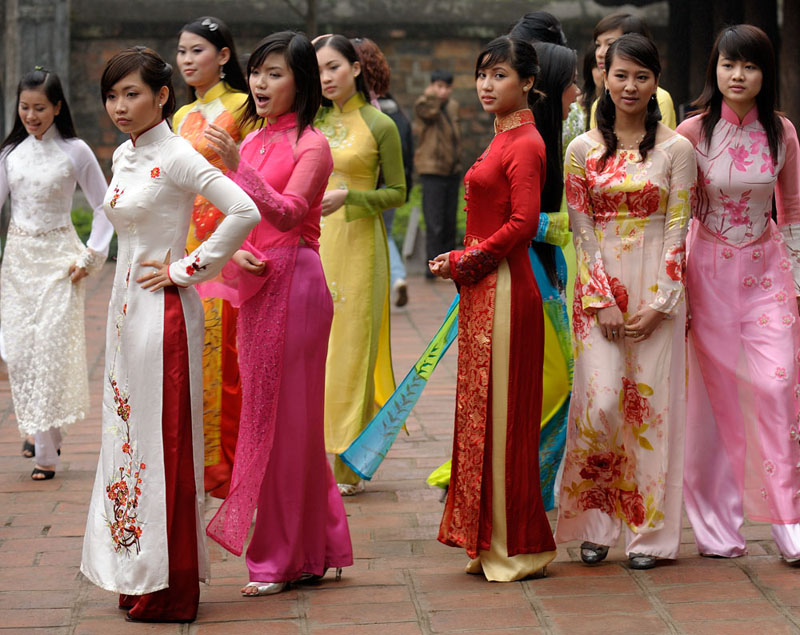 vietnamese ao dai Find the perfect ao dai vietnam stock photo huge collection, amazing choice, 100+ million high quality, affordable rf and rm images no need to register, buy now.